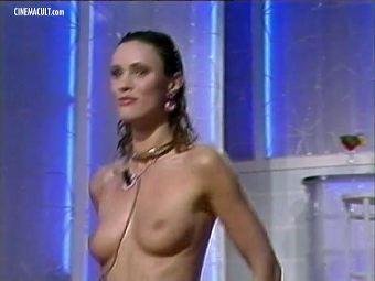 Pegi Boucher  nackt